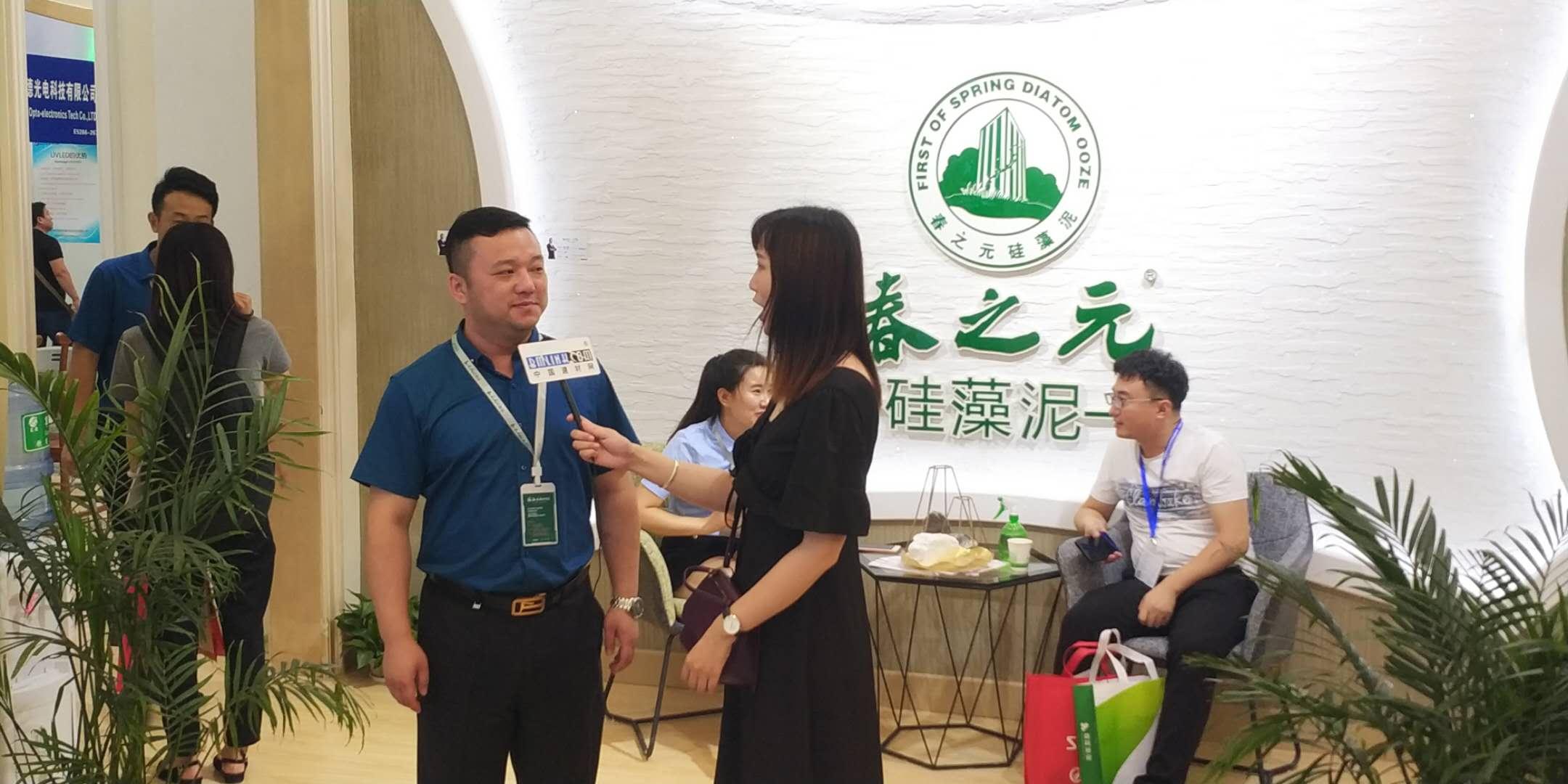接受中国建材网采访